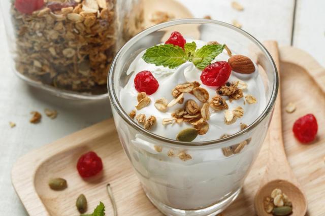 Jogurt naturalny – skład i zastosowania